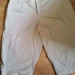 Lane Bryant kacki long shorts size 16. Elastic wai